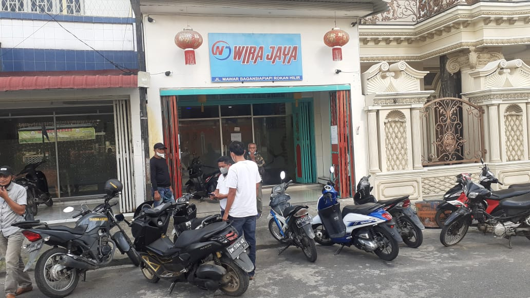 Ada Apa Dibalik Usaha Simpan Pinjam Wira Jaya ?Hingga HP Milik Wartawan Harian Dirohil Dirampas Saat Bertugas