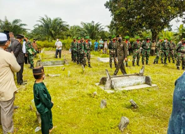 Kodim 0303/Bengkalis Lakukan Pemakaman Secara Militer Atas Meninggalnya Veteran Asal Bantan