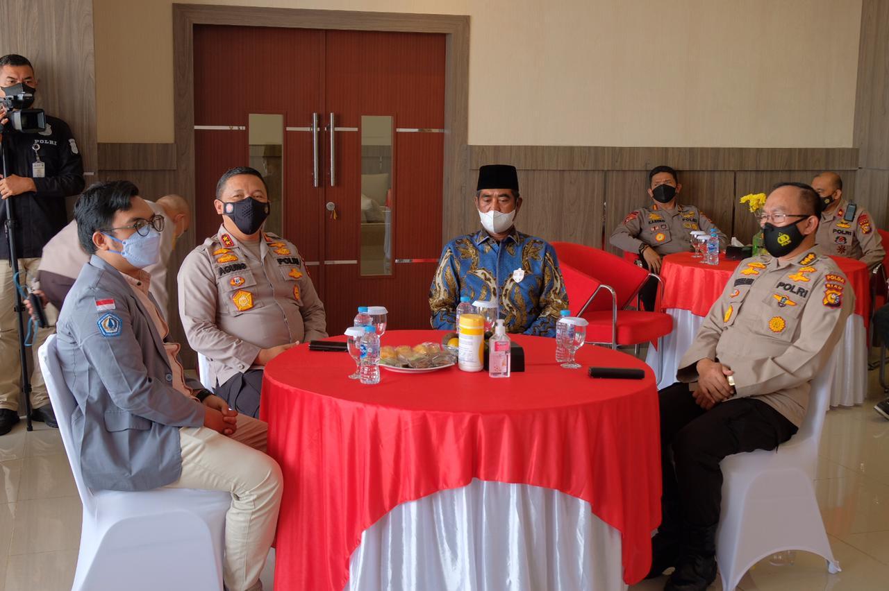Kapolda Riau Terima Dua Penghargaan dari Badan Eksekutif Mahasiswa Se-Riau