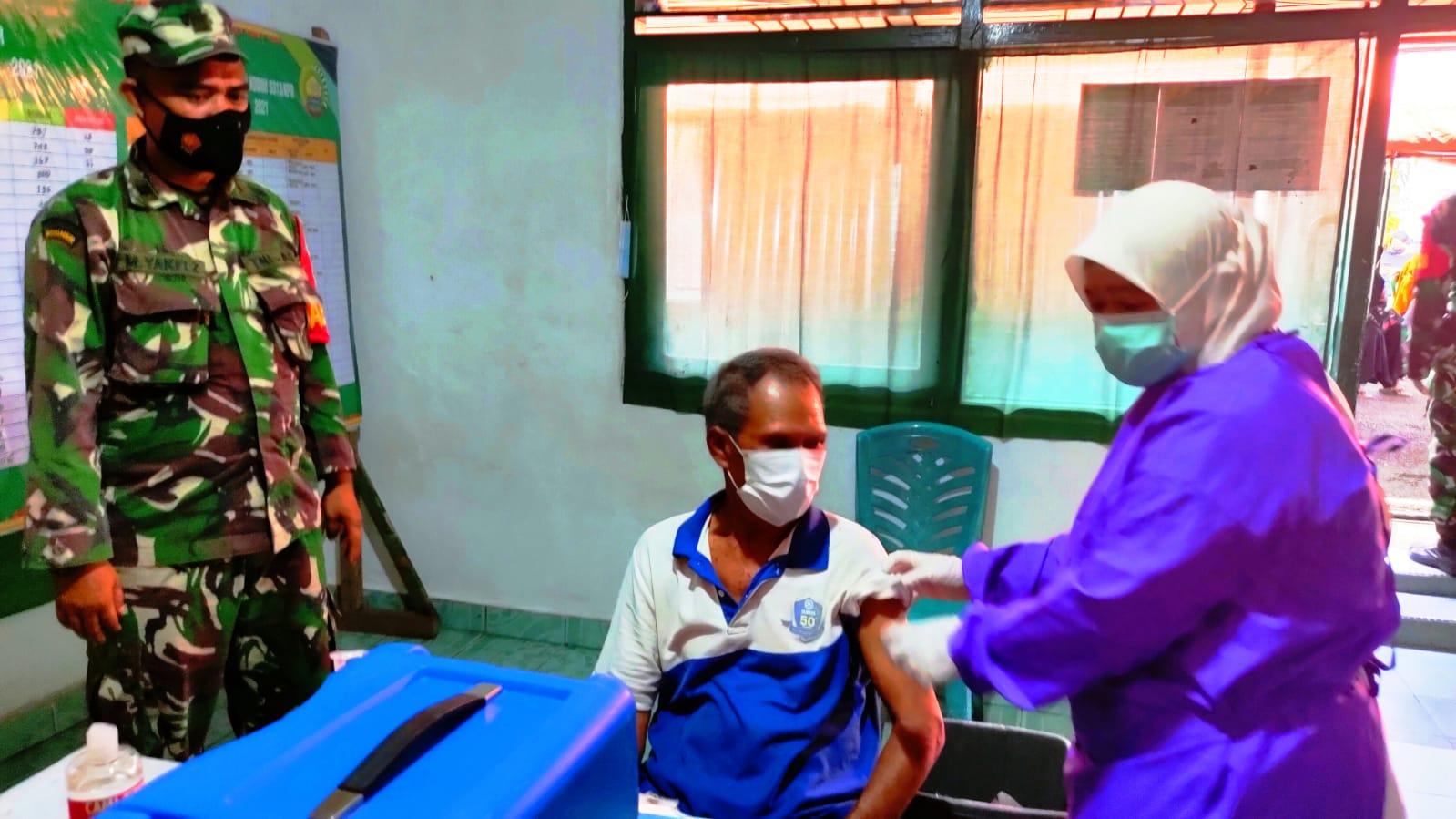 Ratusan Warga Antusias Ikuti Serbuan Vaksinasi Kodim 0313/KPR di Koramil 02 Rambah