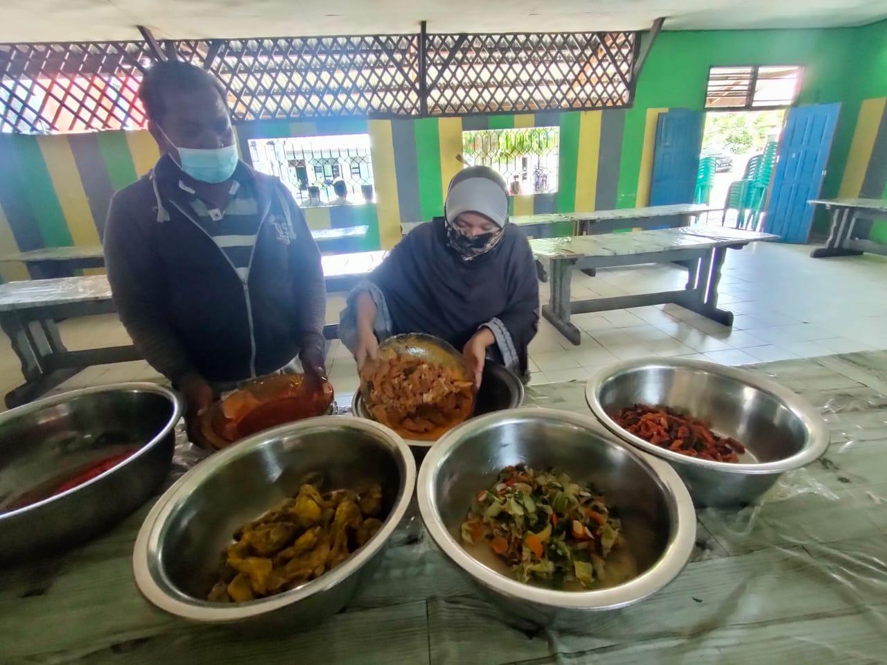 Berbagi Makan Siang Gratis di Kafe Bersama Dhuafa,Program Jumat Barokah Satreskrim Polres Kampar