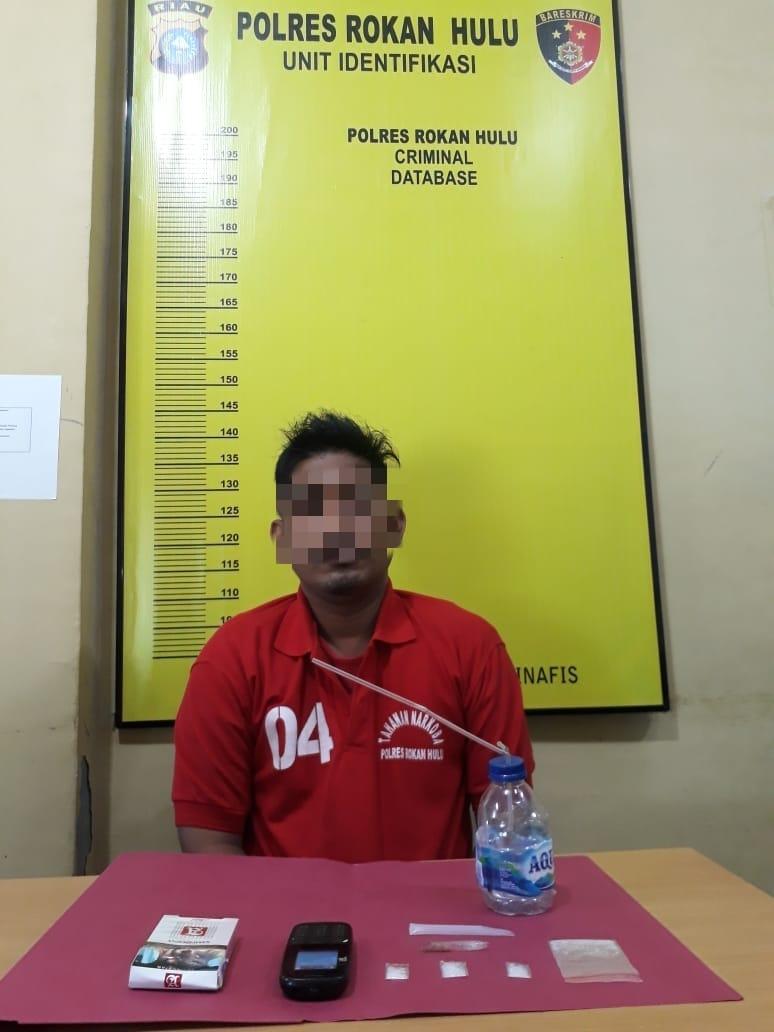 Sedang Asyik Nyedot Sabu Seorang Pria di Rohul di Ciduk Polisi