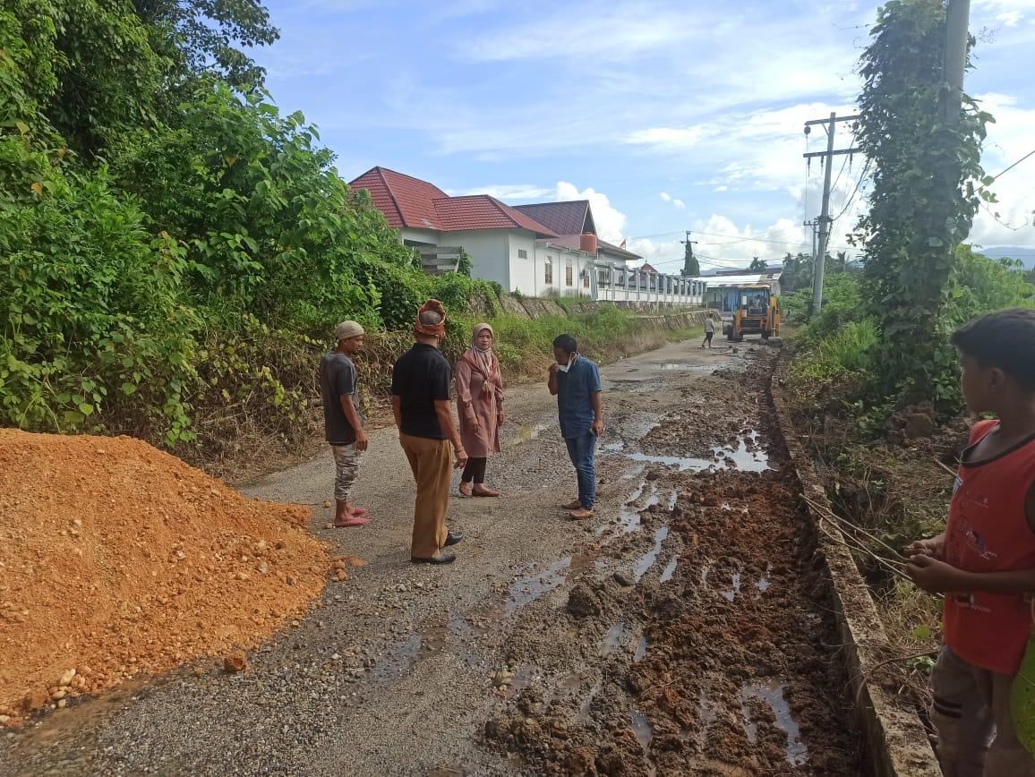 Prihatin Kondisi Jalan Rusak Tak Kunjung Diperbaiki,BAM Rohul Turun Tangan